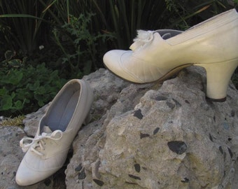 Vintage 1940s leather ivory bridal oxford