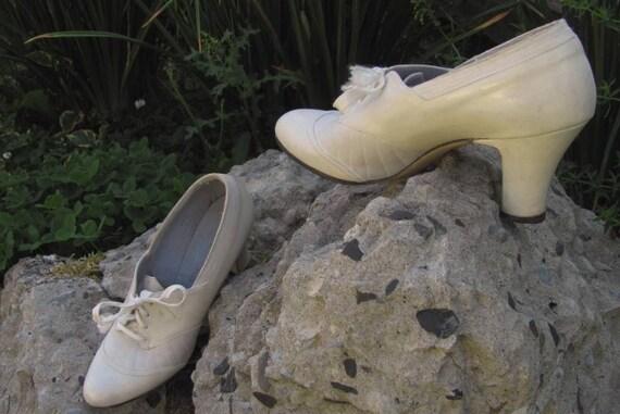 Vintage 1940s leather ivory bridal oxford