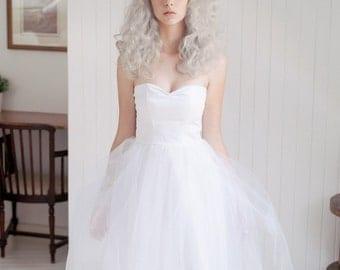 Tulle wedding dress /Short wedding dress/ Retro Strapless wedding dress/ Pin up bride/ Reception Dress /Sweetheart tea length  wedding dress