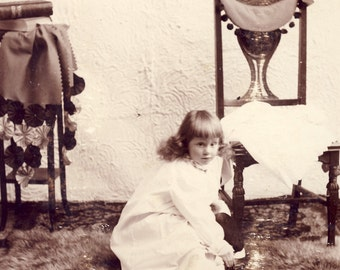 Little Girl TAKING OFF Her SHOES On Fur Rug Unusual Pose Cabinet Card Photo Circa 1890s Dallas Oregon