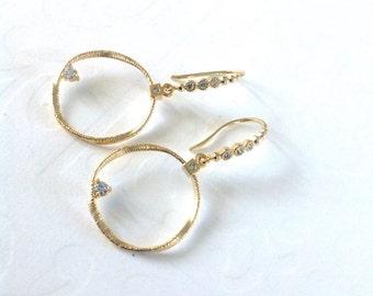 Gold Hoop drop earrings / Hoops earrings / Geometric jewelry / big hoops, large hoop earings/ gold hoop earrings /