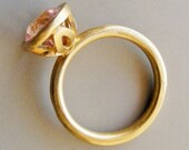 Majestic Flower, Ring in 18k Solid Gold with Pink Spinel