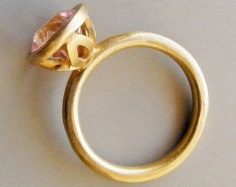 Pink Spinel Ring in 18k Solid Gold . Majestic Flower Ring . Gold Flower Ring . Engagement Ring . Bridal Jewelry . Wedding . Pink Stack Ring