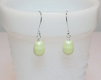 Swarovski Pastel Green Pearl Drop Earrings, Mothers Day Gift,  Wedding  Bridesmaid Mom Sister Jewelry, Spring Pretty