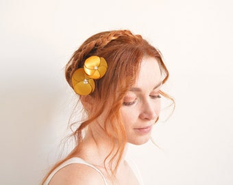 Gold flower bridal hair pins with Swarovski crystal