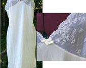 BIG SALE Plus Size Vintage Full Slip with Lace Detailing / Plain & Simple Slip / White Full Slip / Plus Size Slip / Size 40B