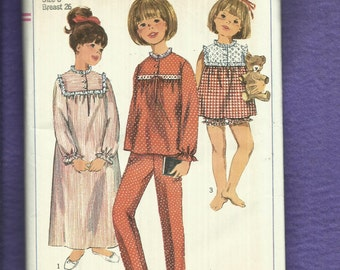 Vintage 1966 Simplicity 6815 Summer & Winter Time Pajamas and  Nightgown for Little Girls Size 8