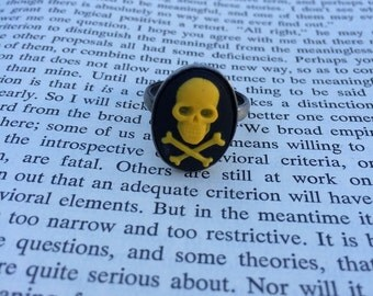 Yellow On Black Skull & Crossbones Cameo Ring - Silver (Adjustable)