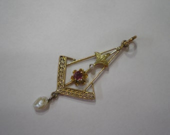 Vintage 10 kt Gold Buttercup Ruby Pearl Pendant