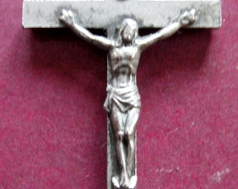 Unusual Beautiful Vintage CRUCIFIX PENDANT. - circa 1950s