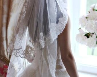Lace veil, Short two tier veil, Fingertip veil, Bridal veil, Ivory wedding veil, Short ivory veil, White bridal veil, Lace edge veil