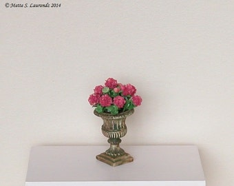 Dollhouse flowers - Dark pink Hydrangeas in weathered garden urn  - 1:12 miniature paper flowers (GF79)