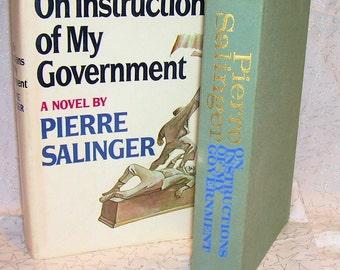 PIERRE SALINGER 1971 Novel and 1964 Campaign Button