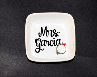 Personalized Ring Dish // Last Name Ring dish // Handpainted Ring Dish // Wedding Ring Dish //  Ring Dish // Wedding gift