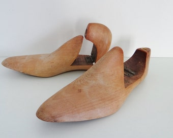 Vintage Shoe Trees, Forms or Keepers, Pair of Wooden Hinged Shoe Stretchers Size 8 1/2 Circa 1960s