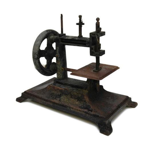 Machine coudre jouet antique jouet du xixe si cle fran ais for Machine a coudre king jouet