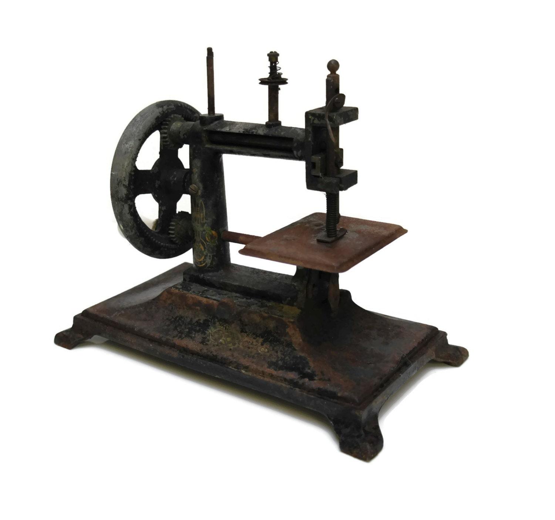 Machine coudre jouet antique jouet du xixe si cle fran ais for Machine a coudre jouet