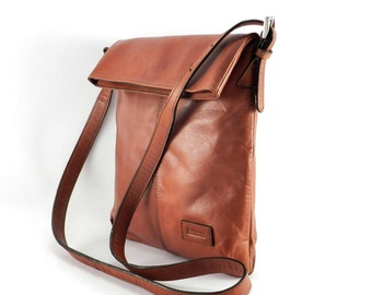 Leather Crossbody Bag - Messenger Bag Handmade in Bolivia - Full-Grain Leather Travel Bag