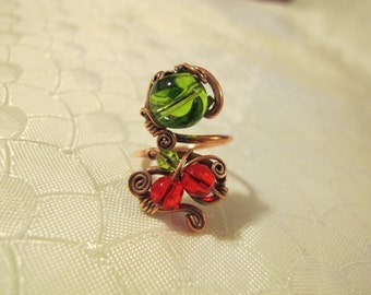 Red and Green Ring. Handmade Ring set with Green and Red Glass Beads. Copper Wire Wrapped Ring. Spiral Wiring. Unique Design.