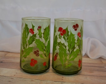 Pair of vintage red berry/holly and green mistletoe glasses; perfect for Christmas/xmas