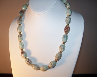 A Lovely Ceramic Necklace and Earrings. (201491)