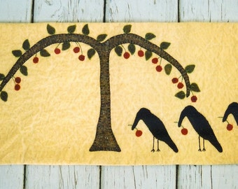 Primitive Wool Runner e-Pattern Crows Picking Berries from Tree Three Crows Wool on Quilted Muslin