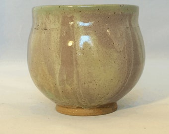 Stoneware pot with swirly glaze