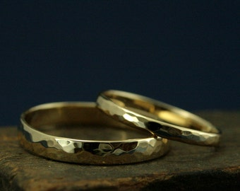 Hammered Gold Wedding Ring Set--Perfect Hammered Bands 4mm and 2mm Wide--Solid 14K Gold Wedding Rings--Hammered Wedding Rings--Rustic Bands