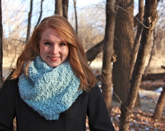 Handmade Knitted Chunky Wool Infinity Scarf / / THE DOUBLE LOOP - Glacier