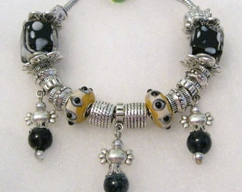 471 - CLEARANCE - Black and Gold Bracelet