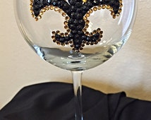 New Orleans football sports bling wine glass, football wine glass, bedazzled wine glass, fleur de lis wine glass