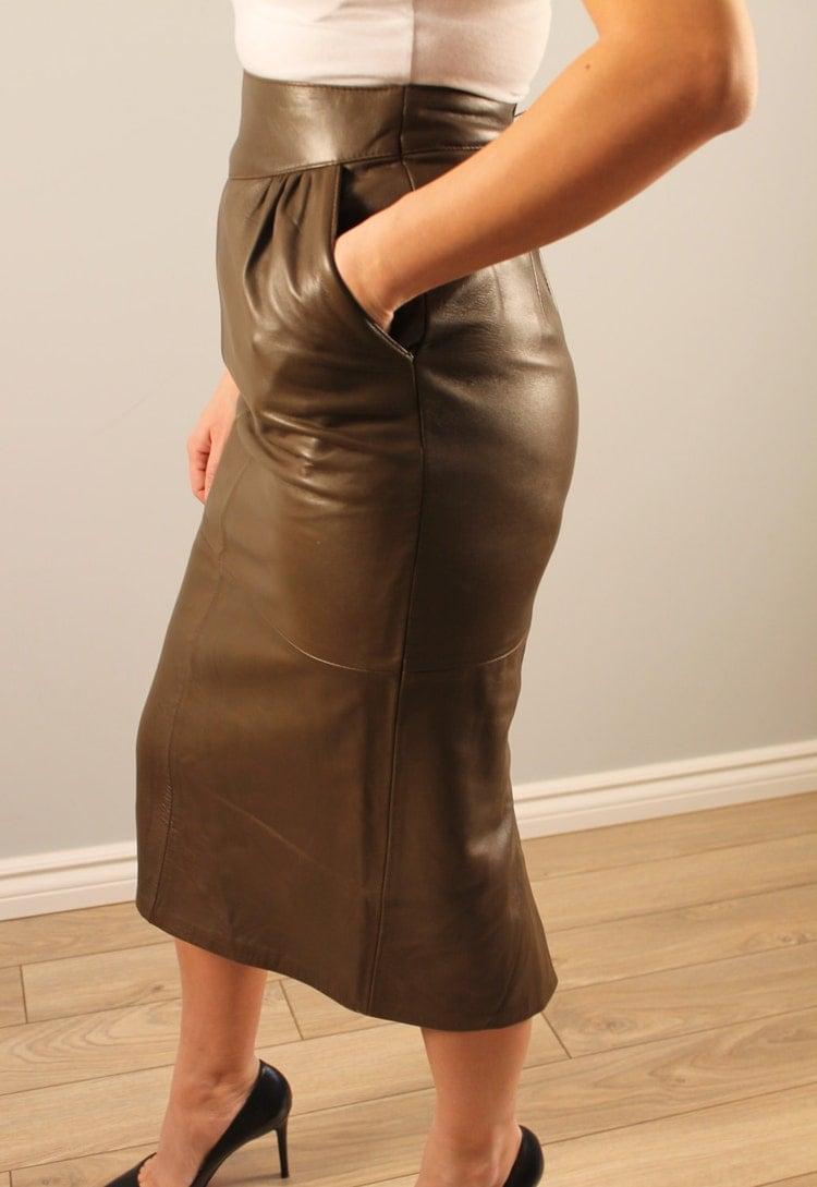 Mini jupe en cuir trop bandant - 1 5