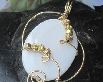 WSP-0203 Handmade Mother of Pearl Pendant Wire Wrapped with Non Tarnish Gold Wire