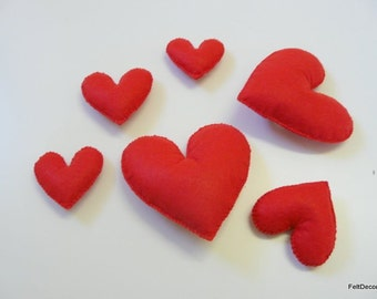 Pack of 6 hearts of felt glue to decorate any corner of the home.