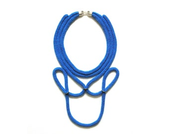 blue trimmings necklace