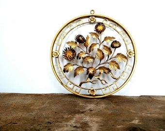 Gold Metal Wire Dimensional Wall Decor
