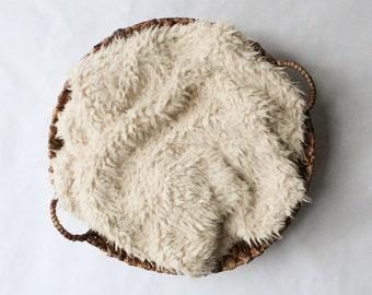 SALE...Faux Flokati Ivory / Cream  Faux Fur, Baby Photo Prop, Curly  Newborn Photo Prop, Flokati Look, Faux Sheep Fur, Luxury Photo Prop,