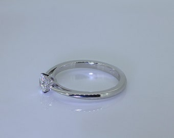 Ring solitaire engagement, white gold 18 CT with diamond.