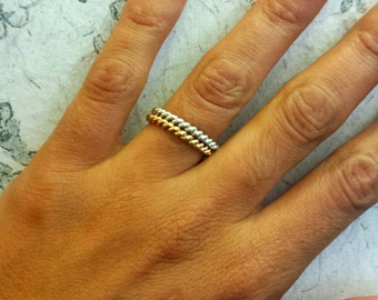 Ring twist. Silverplated ring. Gold or silver. Alliance.