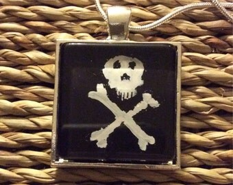 Skull and Crossbones Necklace!!