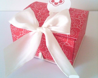 Handmade red blossoms favor and/or gift box