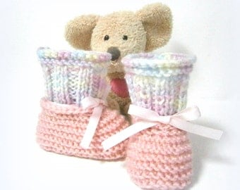 Handmade pink and pastel colored baby booties 0/1 mois Tricotmuse