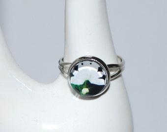 Ring adjustable white flower on black background