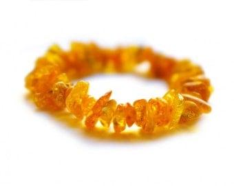 Clear yellowish amber bracelet
