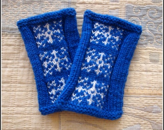 Christmassy wrist warmers