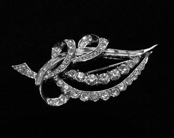 Pretty Clear Boucher Leaf Brooch