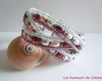 Bracelet braided wire memory with seed beads and glass grain of rice beads
