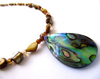 Mother of Pearl Necklace. Purple Green Necklace. Iridescent Pendant. Shell Necklace. Abalone Necklace. Natural Necklace