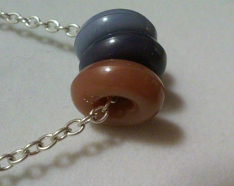 18 inch simple 3 navy blue peaches necklace