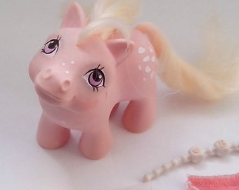 Baby Cotton Candy (Earth pony) with Blanket, Necklace and Diaper - 1984 Hasbro Patent  Pending  Vintage